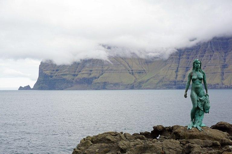 Kópakonan selkie statue by kallerna cc40